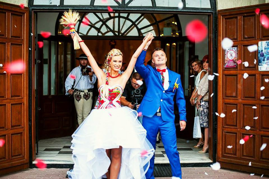 Szczęśliwa para uwieczniona w reportażu ślubnym